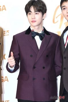 Suho - 180111 32nd Golden Disk Awards, red carpet  Credit: Sports Korea. (제32회 골든디스크 어워즈)