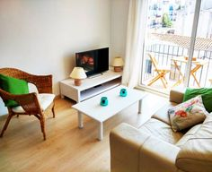 White Mediterranean Apartment Sitges Situated in Sitges, this apartment is 100 metres from Sitges Convention Bureau. The property boasts views of the city and is 1.7 km from Sitges-Aiguadolç Marina. Free WiFi is available .