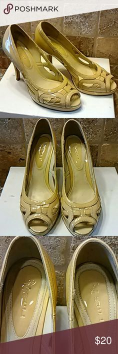 Kimel shoes size 8 Beautiful leather shoes size 8 in good condition little  wear on the right heel as shown in the picture but not noticeable. Otherwise you was in great condition as you can see in the pictures. These shoes cost $89 kimel Shoes Heels