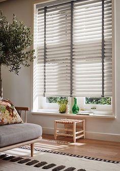 Houten Jaloezieën van Luxaflex te koop bij Caspar Dekkers interieurs www.cdinterieurs.nl