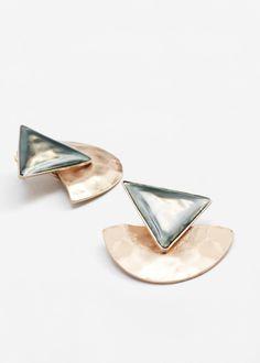 Embossed triangular earrings | MANGO