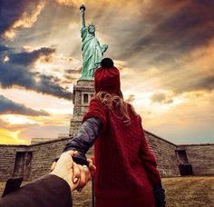 Murad Osmann and Nataly Osmann: Follow me to the Statue of Liberty