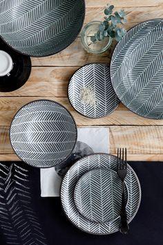 Opdrachtgever, Millermedia voor Tokyo Design Studio. Styling, Iris van der Meer. Fotografie, Peggy Janssen.Servies, tableware, ceramics, food, black, wood, chocolate, white, still