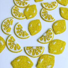 いいね!121件、コメント4件 ― Студия Зефиринойさん(@zefirinastudio)のInstagramアカウント: 「Витамин С Вам в ленту!!! #vitaminc #vitamins #newcollection #fashionbrooch #nycjewelry…」