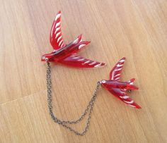 Red lucite bird chatelaine sweater clip vintage by lolatrail, $20.00