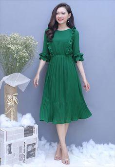 Đầm xòe dập ly tay lỡ nhún bèo màu xanh lá