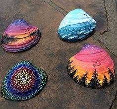 Malen auf Steinen und Muscheln