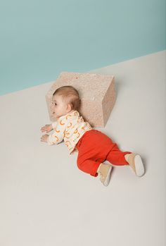 Set design for toddler clothes by Akatre design studio, Paris