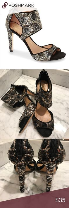Vince Camuto Signatur Vero Cuero Size 7 Vince Camuto Signature Vero Cuero Size 7 in good conditions.  Be ready for the Holidays .  Perfect for that little black dress! Vince Camuto Shoes Heels
