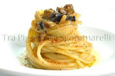 Spaghettoni 'ammollicati', con melanzane e bottarga di tonno | Tra pignatte e sgommarelli