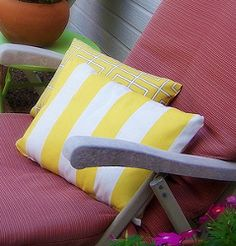 No Sew Outdoor Pillows. It's time to spruce up your outdoor living space. Just in time for summer, make the no sew outdoor pillows. Make throw pillows that can really add a pop of color to your patio area so you can soak up the sun in style. You don't even need to sew! #nosew