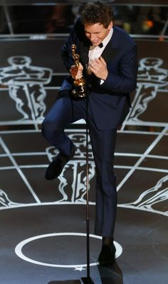 Eddie celebrating his oscar win, always knew he would get one if these sooner or later.