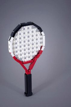 Raqueta de tenis hecha con LEGO.
