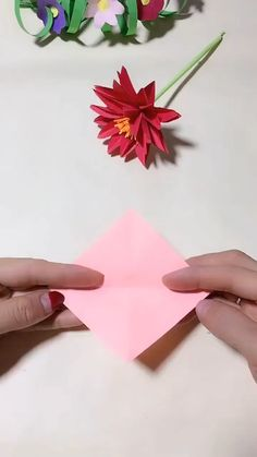 DIY Handmade Paper Flower Use color paper to make a handmade fl. DIY Handmade Paper Flower Use color paper to make a handmade flower. It is very beautiful, Save it, try . Instruções Origami, Paper Crafts Origami, Diy Paper, Paper Crafting, Paper Bouquet Diy, Paper Pin, Origami Videos, Tissue Paper, Diy Crafts Hacks