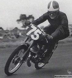 Mike Hailwood on Itom Vintage Bikes, Vintage Motorcycles, Valentino Rossi, Custom Moped, Motorcycle Types, Racing Motorcycles, Moto Guzzi, Vintage Racing, Road Racing