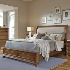 Home Meridian Paxton Low Profile Bed - HOMM453