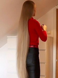 VIDEO – Very long blonde hair – RealRapunzels – My Favorite Side Part Hairstyles, Face Shape Hairstyles, Haircuts For Fine Hair, Sleek Hairstyles, Trending Hairstyles, Straight Hairstyles, Long Thin Hair, Long Hair Play, Long Layered Hair