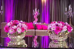 Decoração toda rosa com dourado Marcos Casa Blanca . http://www.sitedanoiva.com.br/decoracao-de-casamento-curitiba-marcos-casa-blanca-design-floral-decoracao-15-anos-galeria-02.html