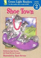 Shoe Town by Susan Stevens Crummel Paperback Book (English)
