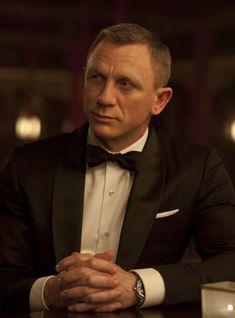 Daniel Craig James Bond: Daniel Craig has been James Bond for over a decade -- however, he turns down a hefty amount due to personal conflicts. Estilo James Bond, James Bond Style, Rachel Weisz, Terno James Bond, James Bond Actors, Daniel Graig, Daniel Craig James Bond, Craig Bond, Best Bond