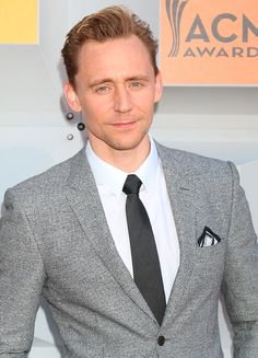 Tom Hiddleston attends the 2016 ACM awards on April 3, 2016. Source: tomhiddleston.us Enlarge image: https://i.imgur.com/q0oEvqy.jpg