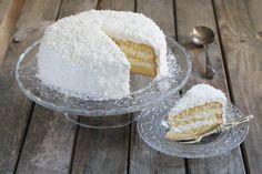 Kokostraumtorte: Fluffige Biskuittorte mit leckerer Kokoscreme
