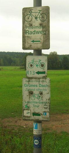 Hinweisschilder am Bocklradweg/ Paneuropa-Radweg (Eslarner Seite, am 25.08.2012)