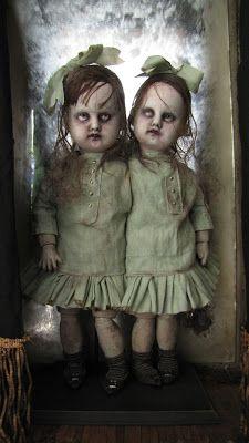 """"""" Les Géniardes """", par Julien Martinez, pièce unique, poupées à têtes de porcelaine anciennes customisées. 31cm/12,5"""""""
