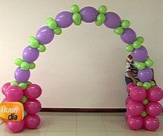 La recomendación de Juan Paniagua, decorador certificado, es que al final de cada base debe poner un globo con agua como pesa.
