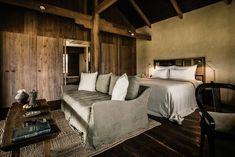 A luxury green resort near Cambodia's Angkor Temples, Phum Baitang offers sumptuous accommodation in wooden thatched villas. Siem Reap, Interior Design Photos, Interior Design Inspiration, Inspiration Boards, Design Ideas, Le Ranch, Angkor Temple, Ideas Dormitorios, Lounge