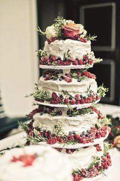 21 Rustic Berry Wedding Cake Inspirations for Your Big Day - dream wedding - Cake-Kuchen-Gateau Berry Wedding Cake, Floral Wedding Cakes, Wedding Cake Designs, Cake Wedding, Winter Wedding Cakes, Wedding Cake Vintage, Winter Weddings, Wedding Rustic, Christmas Wedding Cakes