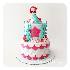 Erkek anneleri yanlış anlamasın ama kız çocukların pasta temalarını ayrı seviyorum♥:) Sibel hanım'ın 1 yaşına girecek olan minik kızı Deniz için de bu deniz kızı temalı pastayı çalıştık:) Deniz kız...
