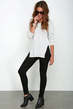 Nombre del suéter de cuello Día Heather Gris V en Lulus.com!