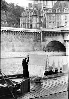 hanging laundry beside the river Seine, dans le vieux Paris . . .. . . . . Paris-Henri Cartier Bresson