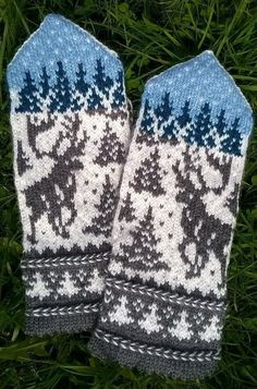 elk in the woods mittens Knitted Mittens Pattern, Fair Isle Knitting Patterns, Knitting Paterns, Crochet Mittens, Knitting Charts, Knitted Gloves, Knitting Socks, Knitting Projects, Hand Knitting