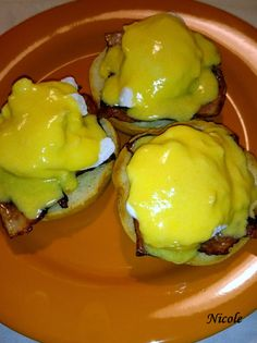 OUĂ BENEDICT Pudding, Eggs, Romania, Breakfast, Knits, Desserts, Bacon, Salads, Morning Coffee
