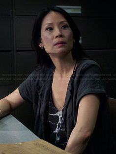 Joan's dark grey short sleeved long jacket on Elementary.  Outfit Details: http://wornontv.net/39474/ #Elementary