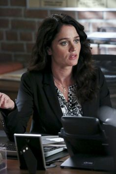 "The Mentalist Photos: Why Did You Do That? in ""The Red Tattoo"" Season 6 Episode 5 on CBS.com"
