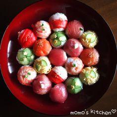 お正月にも!可愛い手まり寿司♬ Poke Sushi, Sushi Taco, Sushi Menu, Sushi Recipes, Wine Recipes, Asian Recipes, Temari Sushi, Christmas Party Menu, Sushi Donuts
