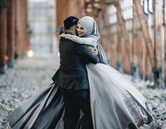 Couples Muslim, Muslim Brides, Love Photos, Love Pictures, Couple Pictures, Sister Wedding, Dream Wedding, Malay Wedding Dress, Couple Picture Poses