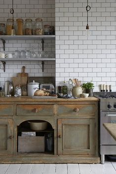 Rustic kitchen cabinets - We Just Can't Get Enough of These 6 Distressed Kitchen Cabinets – Rustic kitchen cabinets Distressed Kitchen Cabinets, Antique Kitchen Cabinets, Rustic Cabinets, Old Kitchen, Home Decor Kitchen, Kitchen Ideas, Kitchen Rustic, Shaker Cabinets, Kitchen Cupboard