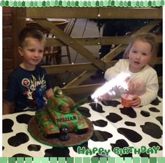 My tank cake with working cannon! Army Birthday Cakes, Army's Birthday, Tank Cake, Army Cake, Childrens Party, Cannon, Birthdays, Party Ideas, Desserts