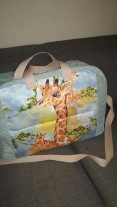 Chystáte sa na dovolenku? Zbalte sa štýlovo :) Táto cestovná taška je jedinečný, handmade výrobok, ktorý nájdete iba u nás Gym Bag, Handmade, Bags, Food, Handbags, Hand Made, Essen, Meals, Yemek
