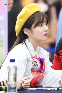 """Irene-Redvelvet 190901 """"The ReVe Festival Fansign Red Velvet 1, Red Velvet Irene, South Korean Girls, Korean Girl Groups, Sm Rookies, Girl Bands, Seulgi, Coral Pink, Korean Singer"""