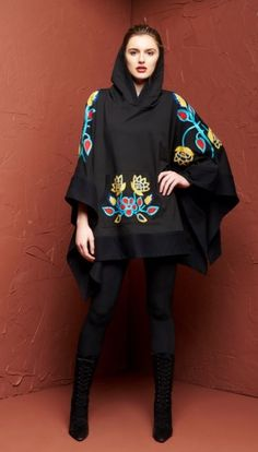This Delaware Poncho by Roja Collection is perfect for Winter! Featuring thick fabric, crochet inspired embroidery, a hood, a front pocket and an open side design. This poncho is great with jeans or l Hijab Fashion, Fashion Beauty, Womens Fashion, Vogue, Autumn Winter Fashion, Fall Fashion, Swagg, A Boutique, Dress To Impress