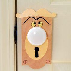 Fun DIY Disney Bedroom Ideas | http://diyready.com/15-diy-room-decor-ideas-for-teenage-girls-who-love-disney/
