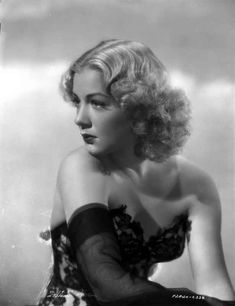 Betty Hutton on an Evening Glove Portrait High Quality Photo – Movie Star News Old Hollywood Glamour, Golden Age Of Hollywood, Vintage Glamour, Vintage Hollywood, Hollywood Stars, Classic Hollywood, Hollywood Icons, Vintage Beauty, Classic Actresses