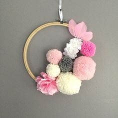 Wall hanging pom poms and fabric flowers - Best Pinner Pom Pom Crafts, Yarn Crafts, Diy And Crafts, Crafts For Kids, Etsy Crafts, Hanging Pom Poms, Hanging Flower Wall, Bedroom Crafts, Diy Décoration