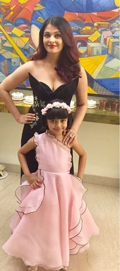 Aishwarya wid her Daughter Aradhya Actress Aishwarya Rai, Aishwarya Rai Bachchan, Bollywood Actress, Frocks For Girls, Little Girl Dresses, Girls Dresses, Kids Dress Wear, Kids Gown, Baby Gown