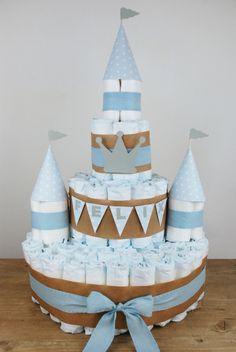 10 süße Finger, 2 kleine Füße und ein Geschenk! Windeltorte für kleine Prinzen in blau!  http://barfussimnovember.com